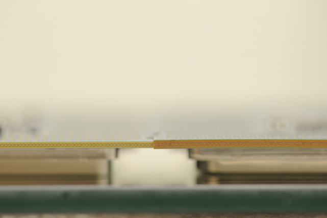 Petr Diviš: Skylake má výrazně tenčí substrát pod ASIC, který se údajně pod některými chladiči může prohnout a poškodit CPU i patici. (zdroj obrázku: PC Games Hardware