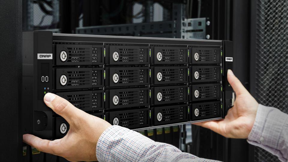 QNAP uvádí na trh TL-R1620Sdc SAS 12 Gb/s JBOD se 16 pozicemi a dvěma řadiči
