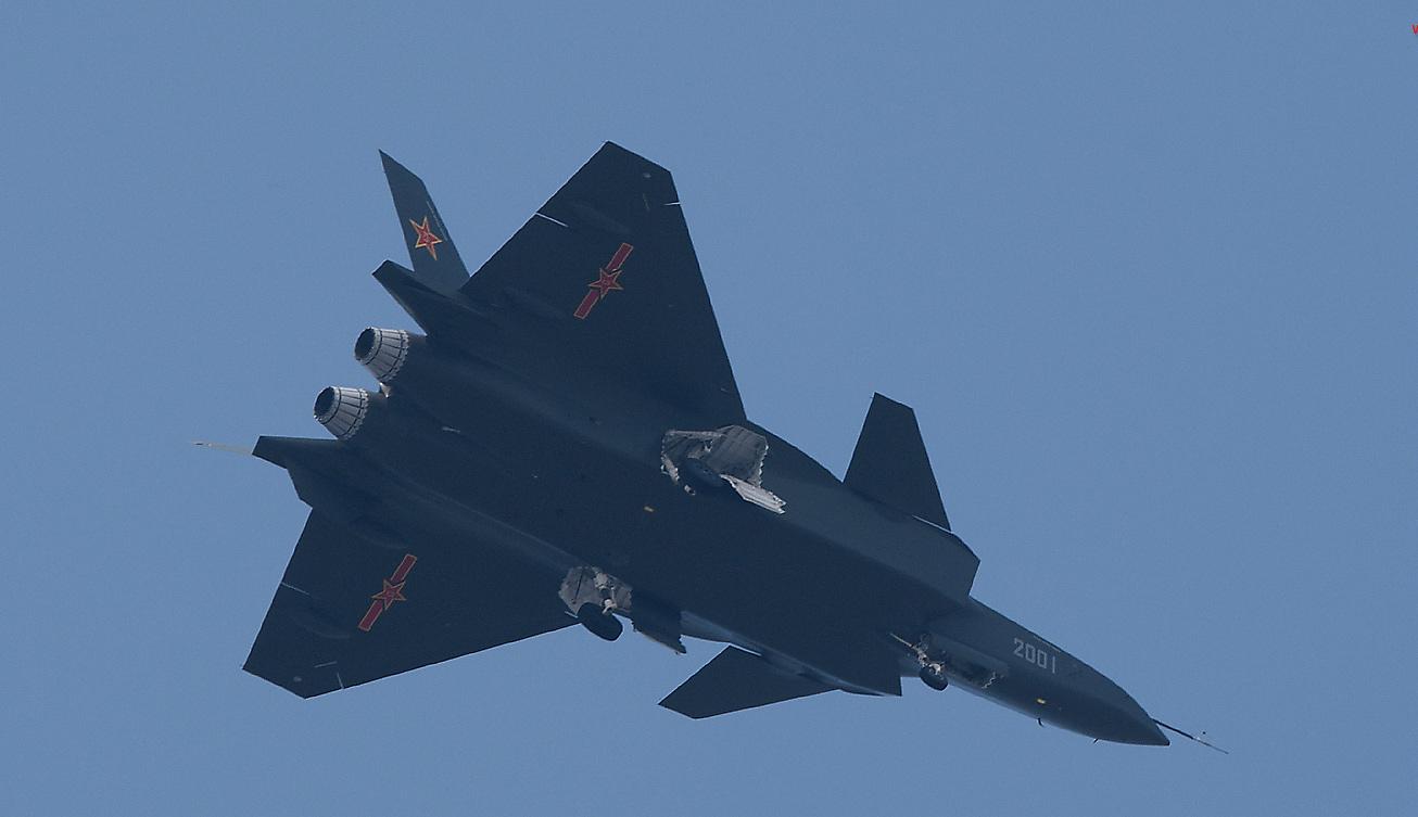 Chengdu J-20 považuje spousta lidí za kopii F-35, protože je jí přece podobná (zdroj: photo.sina.com.cn)