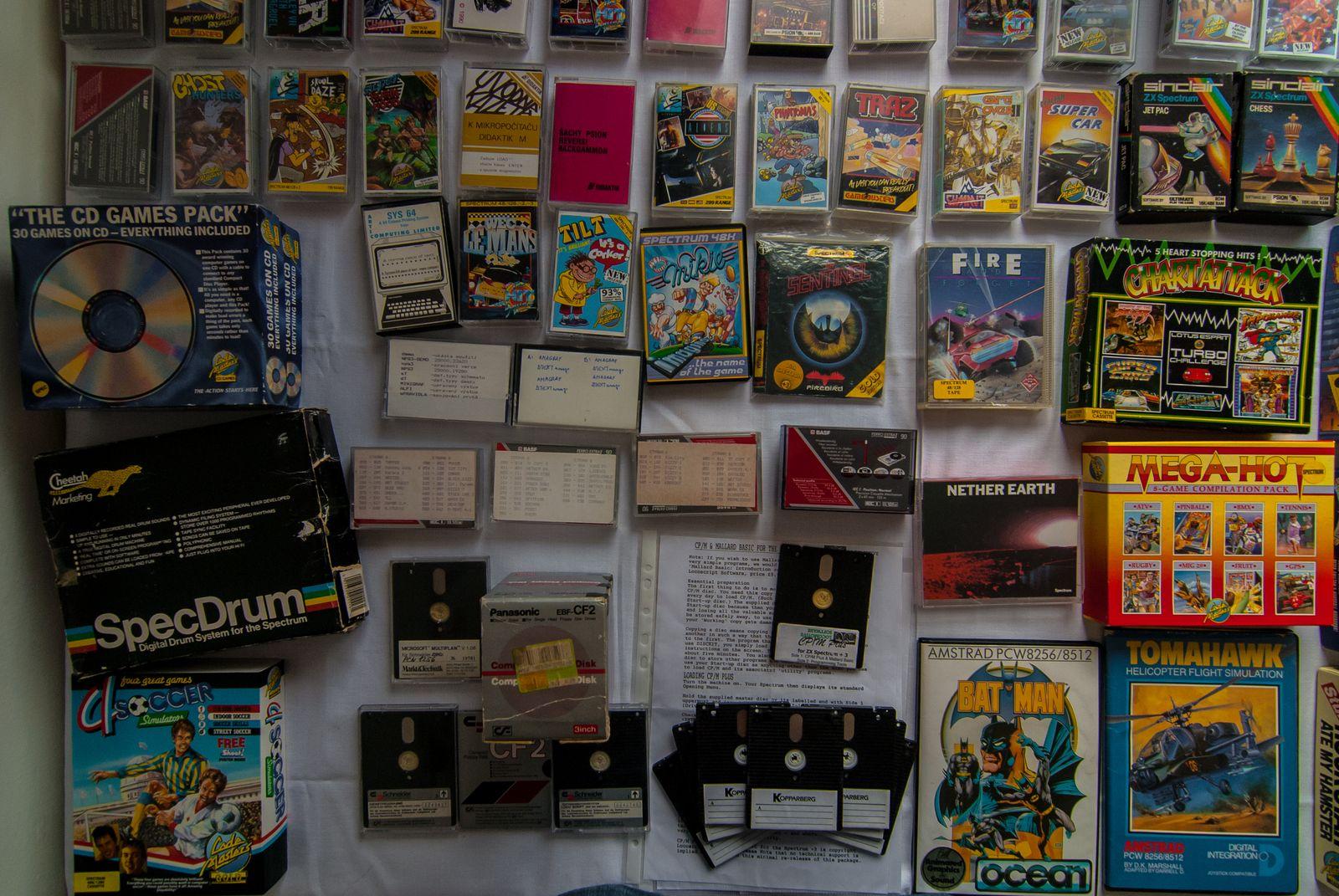 Spoustu her si možná pamatujete, ale v původním balení je vidíte poprvé. To proto, že kopírovat kazety a později diskety bylo jednodušší, než shánět originály.