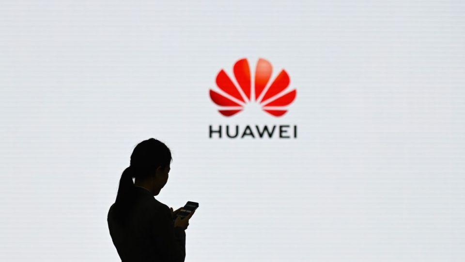 Huawei může nakupovat americké součástky dalších 90 dní