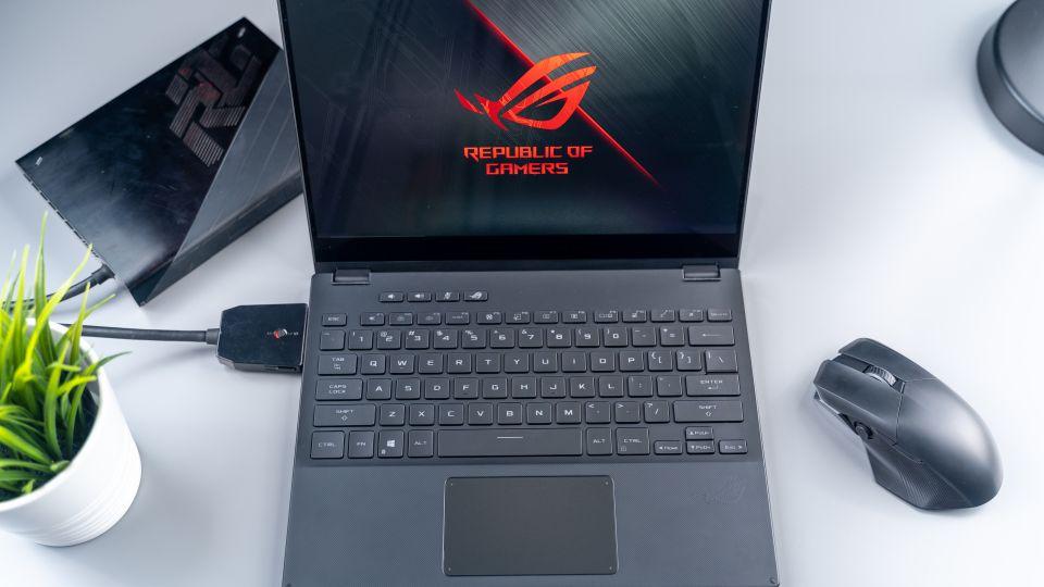 Asus spouští prodej herního notebooku ROG Flow X13