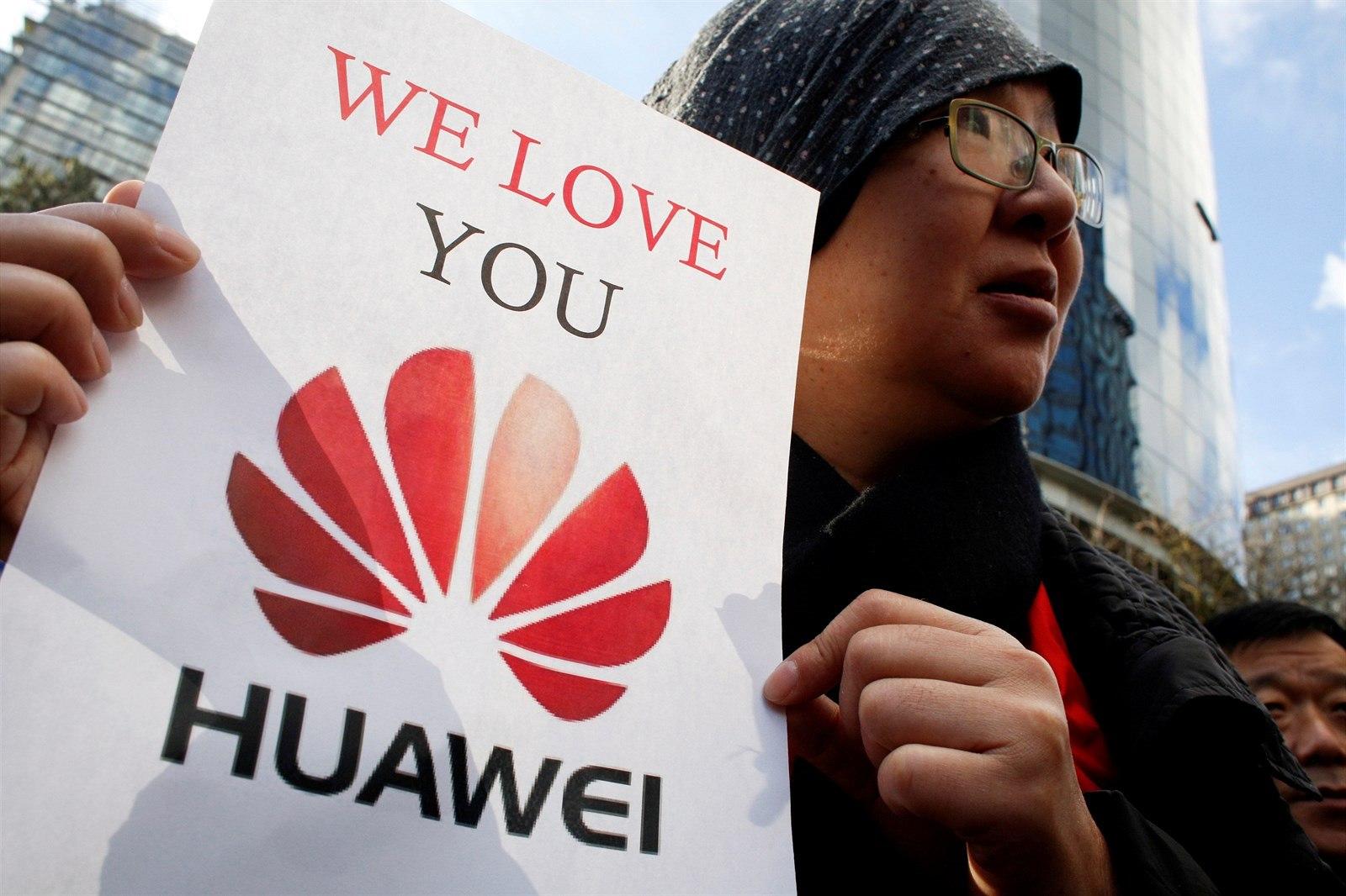 Neomezili jsme výrobu smartphonů, tvrdí Huawei