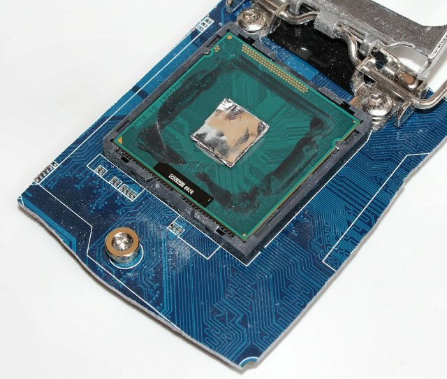Přípravek na pevné uchycení CPU při zahřívání