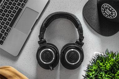 Wireless sluchátka: Jak se srazilo audio a technologie