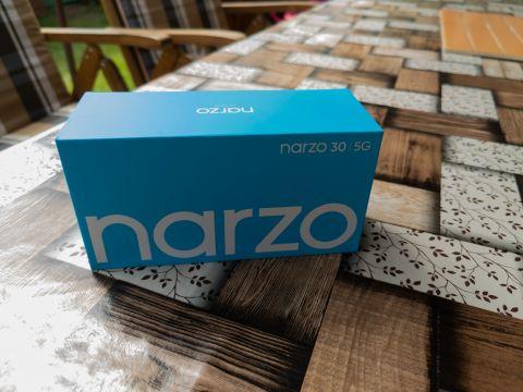 Krabičce dominuje modrá barva