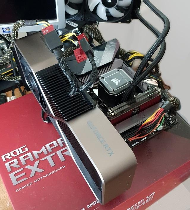 GeForce RTX 3090 zapojená a připravená