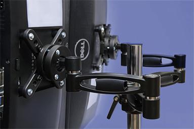 Srovnání držáků LCD: dva monitory ergonomicky