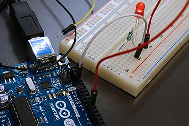 Bastlíme s Arduinem – píšeme první program