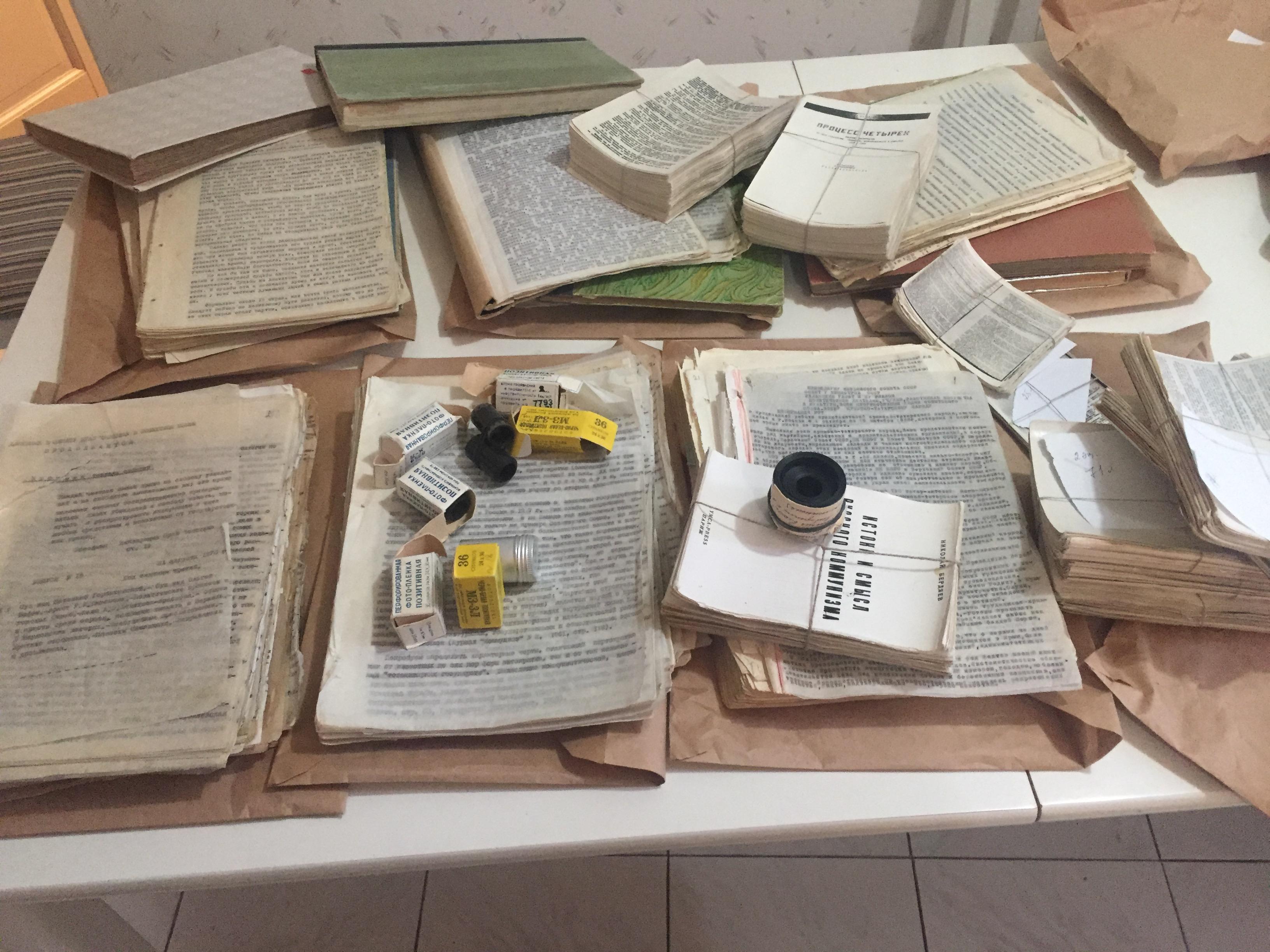 Ruský samzidat a negativy s neoficiální literaturou v SSSR. By Nkrita - Own work, CC BY-SA 4.0, Link