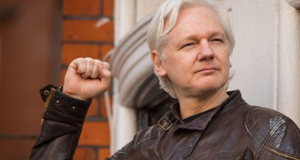 Britové Juliana Assange do USA nevydají. Američané chystají odvolání