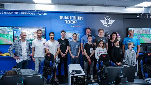 Dell Intel Gaming Zone byla pokřtěna během turnaje týmů dvojic rodičů a dětí
