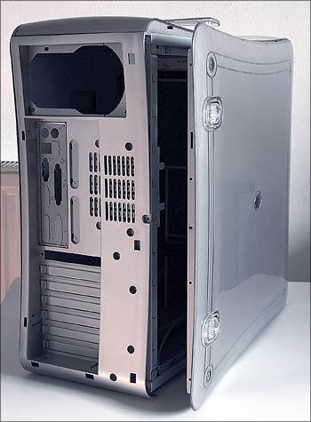boční panely jsou uvnitř kovové s plastovým povrchem a elegantními zámky