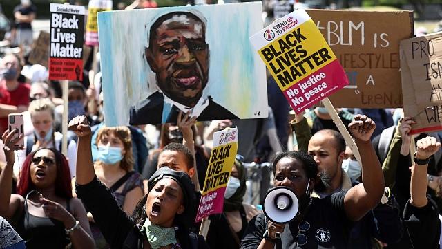 Protesty v USA (zdroj: Simon Dawson/Reuters)