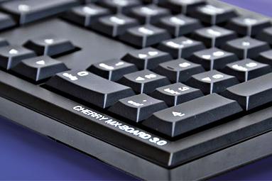 Herní nebo profi: dvě mechanické klávesnice od Cherry