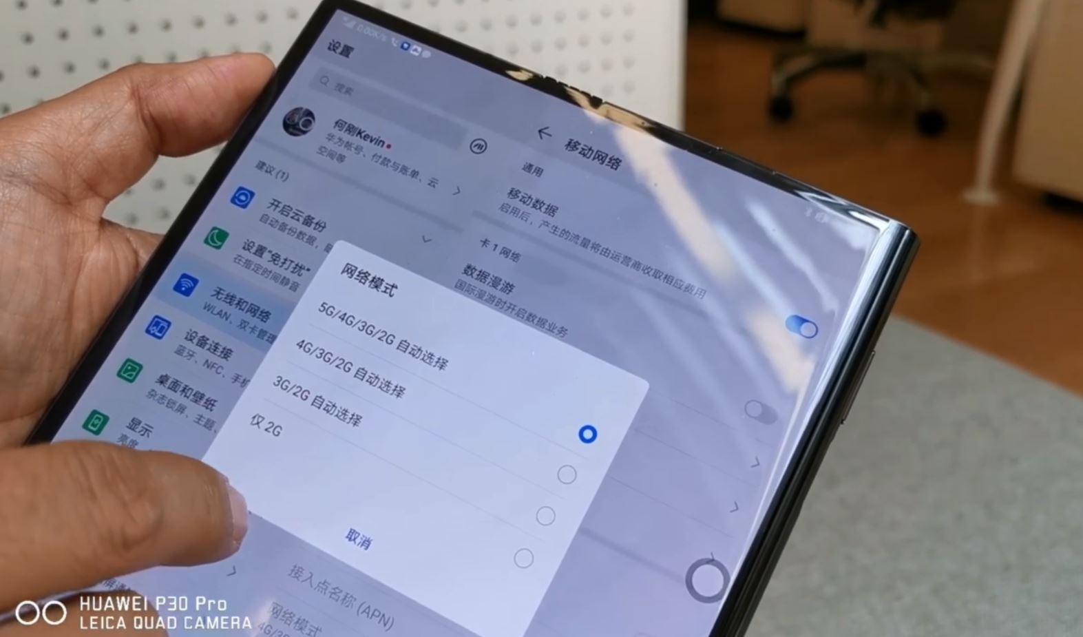 Ohebný Huawei Mate X je za rohem, v ukázce stahoval data rychlostí 1 Gbps