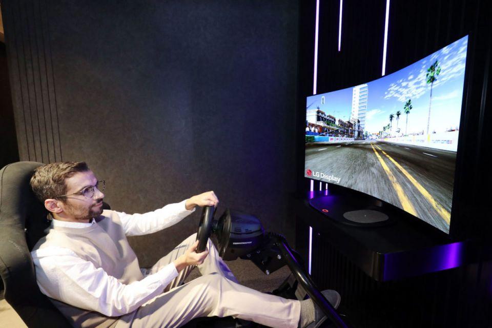 LG Bendable Cinematic Sound OLED je ohybatelná obrazovka