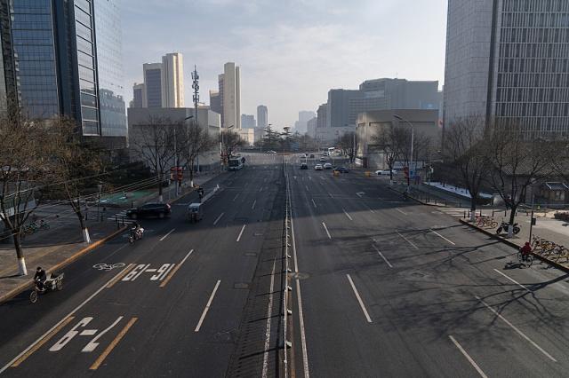 Prázdné ulice v Číně během lockdownu (zdroj: Getty Images)