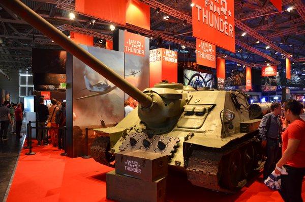 Na Gamescomu nás zaujaly nejen myši, ale i takový tank (nebo asi spíše TD, nebo hezky česky stíhač tanků). A nebyla to maketa!