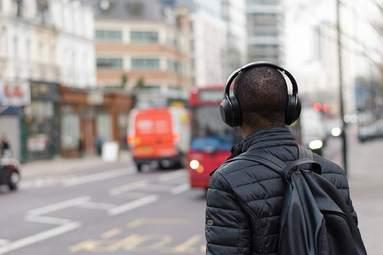 Bezdrátové audioradosti s utrženými sluchátky