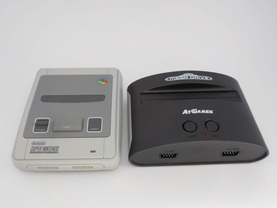 Obě herní mašiny jsou velice skladné, skoro kapesní vydání.