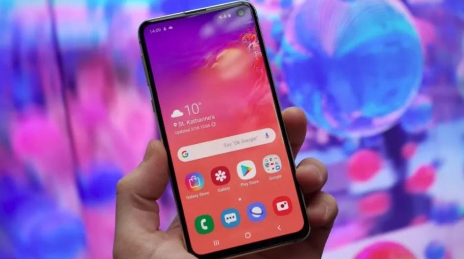 Samsung Galaxy S10 má problémy s Androidem 11