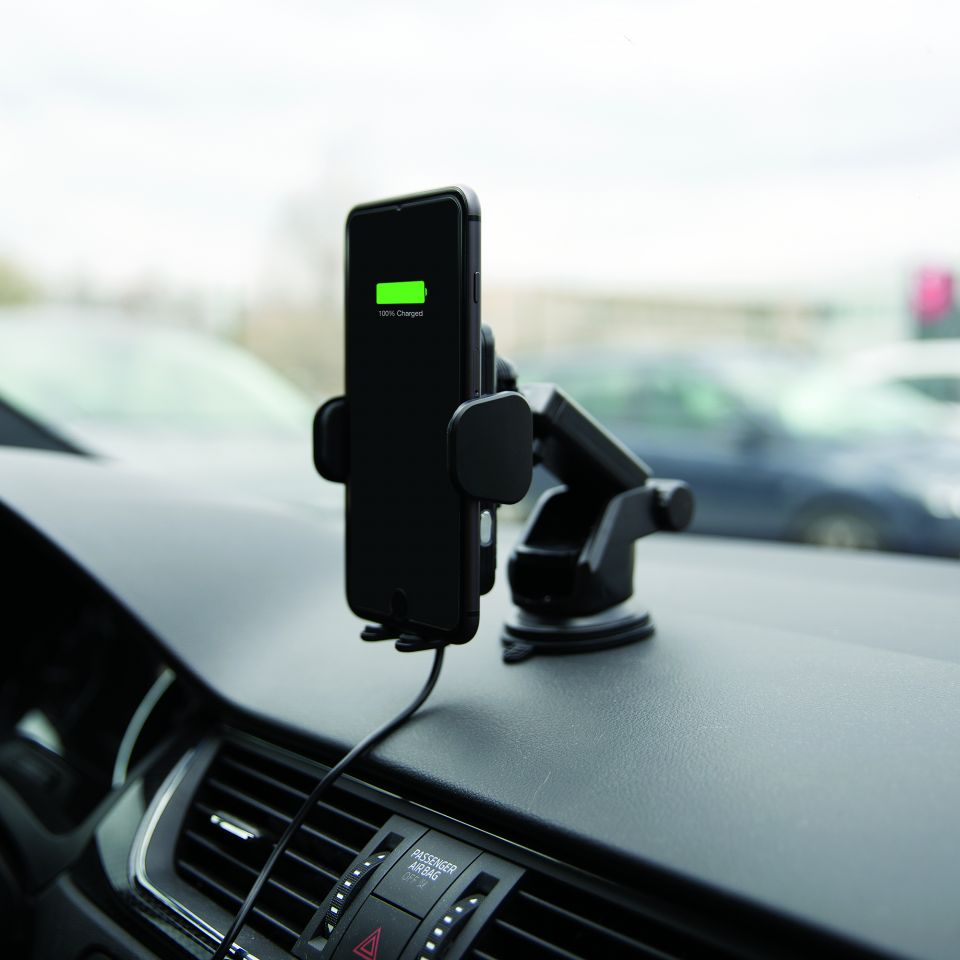 Chytrý držák Yenkee YSM 610 s One-Hand manipulací zjednoduší život řidičům