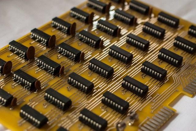 1 kB paměti, vážení. Určen pro SCELBI-8H.