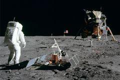 Apollo 11: Plastový LEM, skutečný Apollo Guidance Computer!