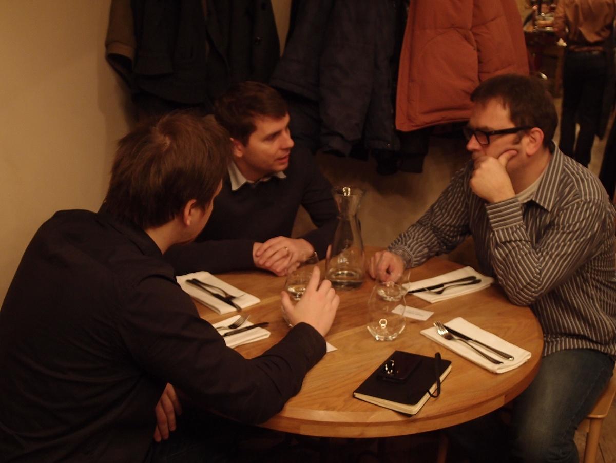 """Na jeden stůl jsem zcela zapomněl, a to byl ten """"náš"""", vyfotil jsem pouze všechny kolem."""