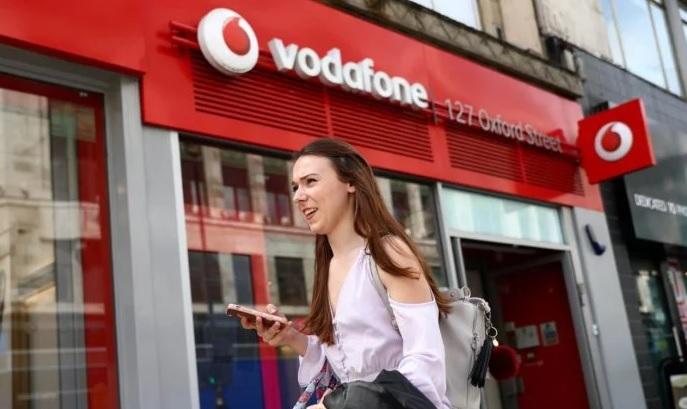 Vodafone nabídne seniorům neomezené volání, rodinám poskytne neomezený internet a užívatelům eRoušky odpustí data