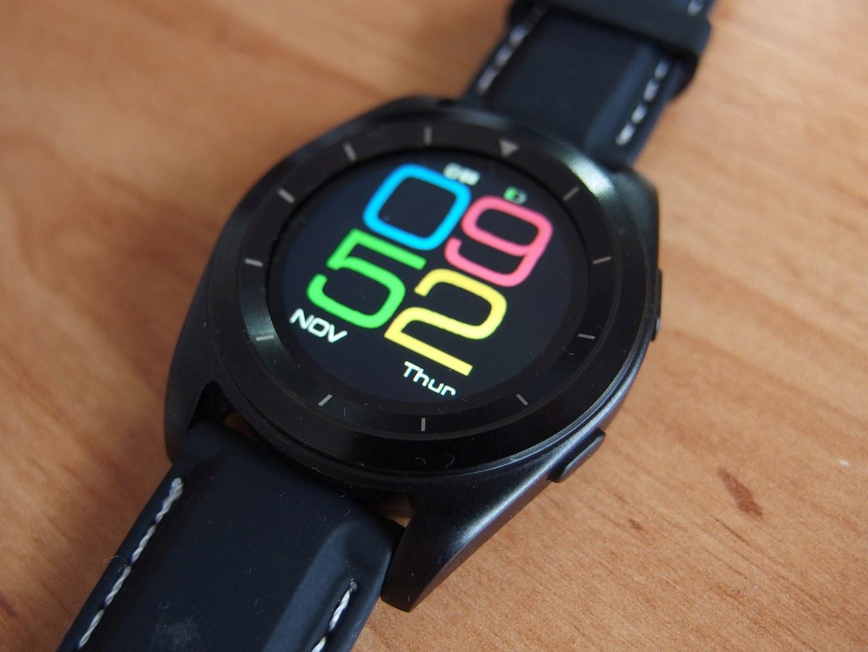 Chytré hodinky NO.1 G6 a náramek Hesvit G1 za tisícovku