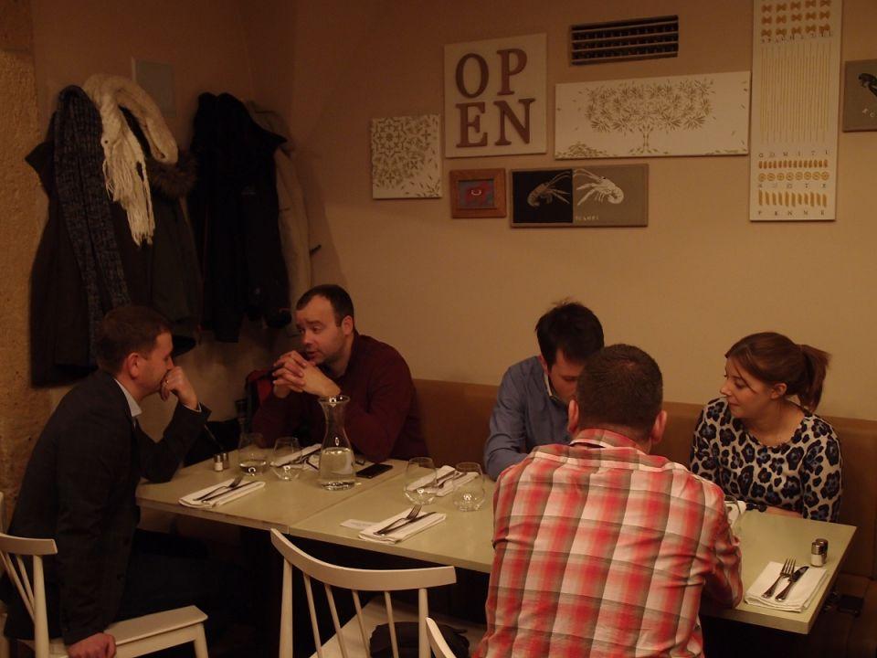 V restauraci seděli lidé z PCtuningu, Computerworldu, E-suby, Taktiq a dalších IT/gaming magazínů.
