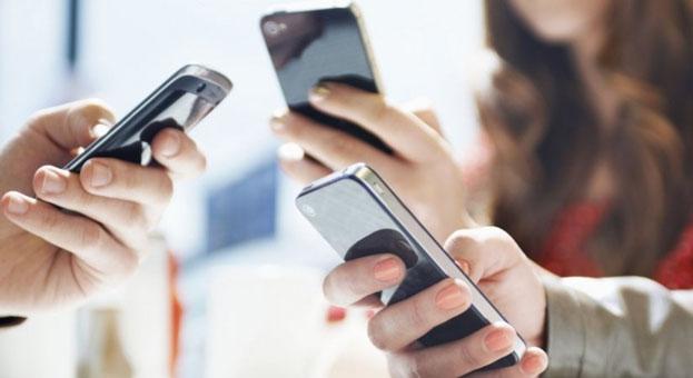 Poptávku po smartphonech táhly ve třetím čtvrtletí firmy Huawei a Xiaomi