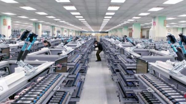 Samsungu meziročně klesl zisk o 56 procent