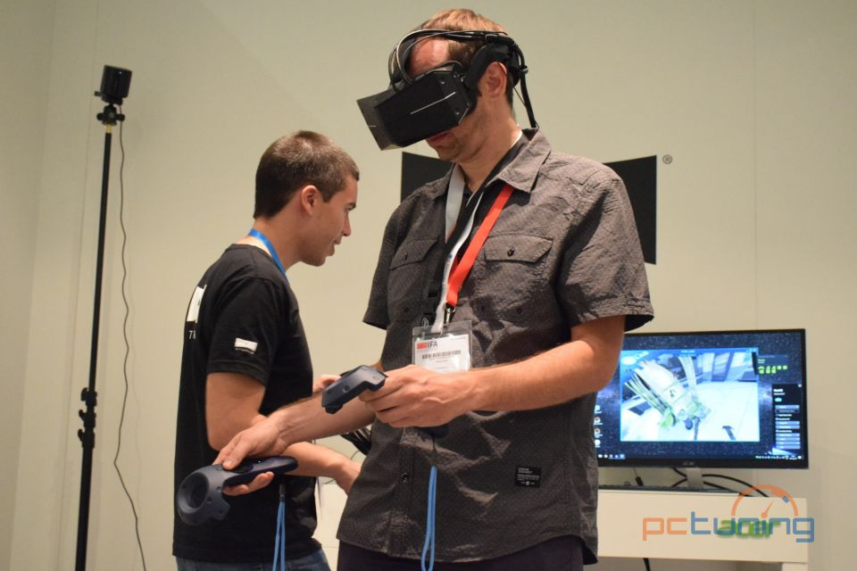 StarVR One je profesionální headset se sledováním očí [IFA]