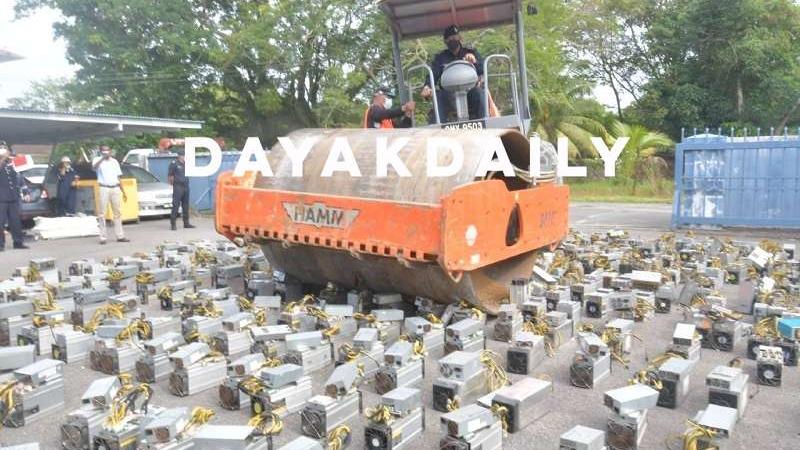 Podívejte se, jak malajská policie zničila přes 1000 minerů na těžbu bitcoinů