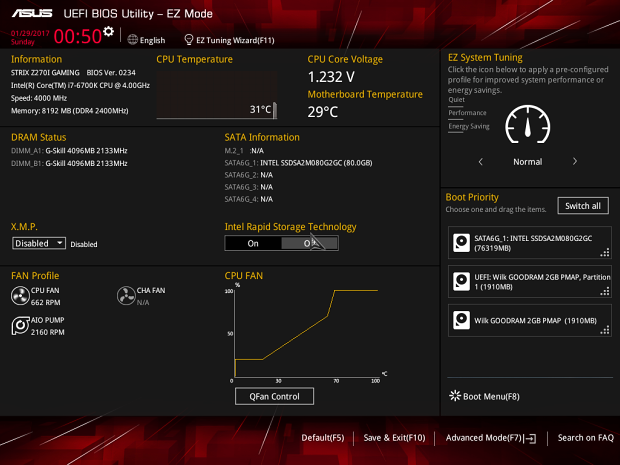 Základní obrazovka s verzí BIOSu a informacemi o systému