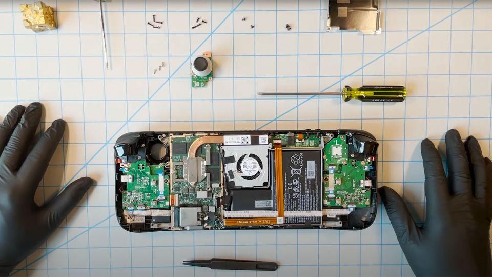 Valve rozebralo Steam Deck, snadno vyměníte páčky i SSD