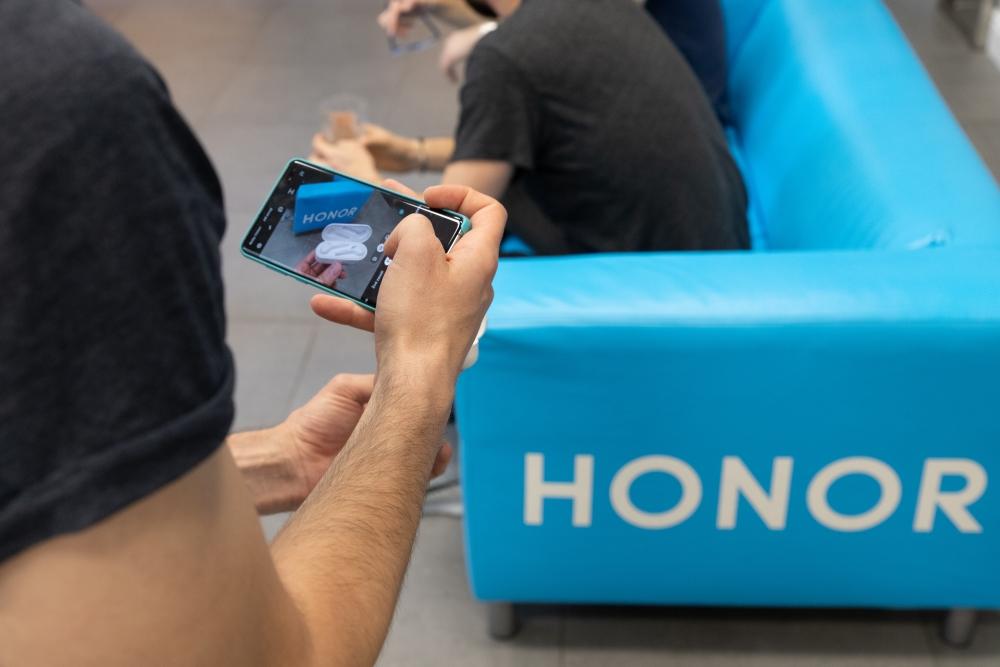 Honor na druhém setkání s fanoušky ukázal novinku Honor 20 Lite