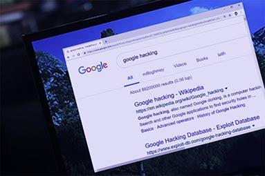 Google v kostce: Hackování, stalkování a slídění