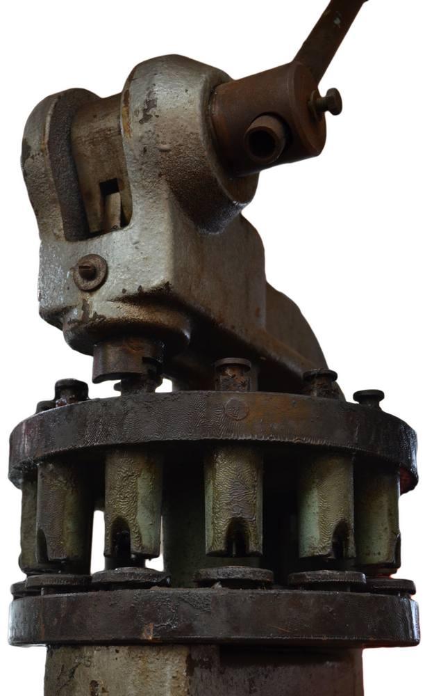Děrovač je jedno z nejužitečnějších zařízení, pokud plánujete dělat velké počty otvorů