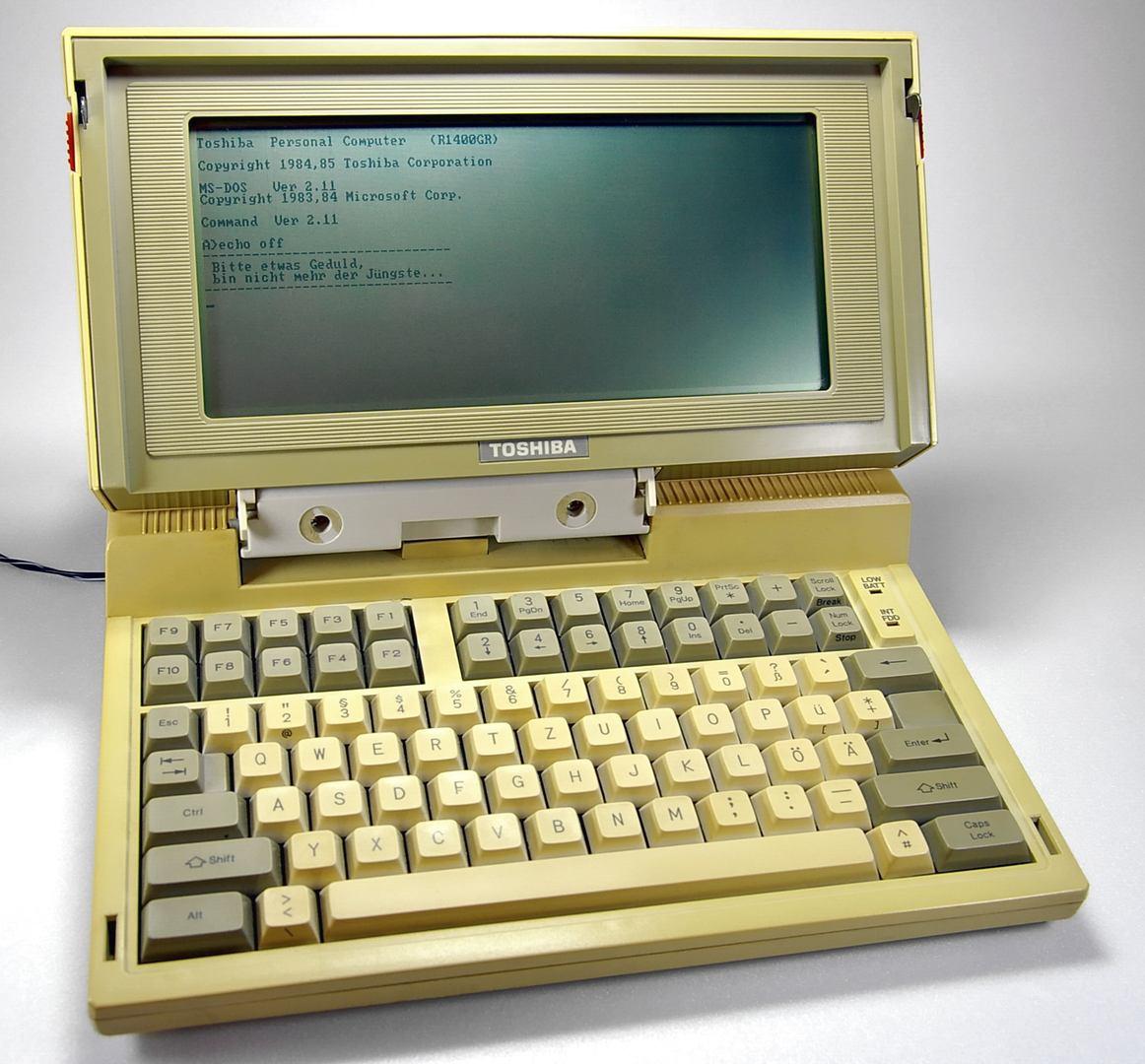 Toshiba T1100, zdroj: Wikimedia Commons, author: Johann H. Addicks