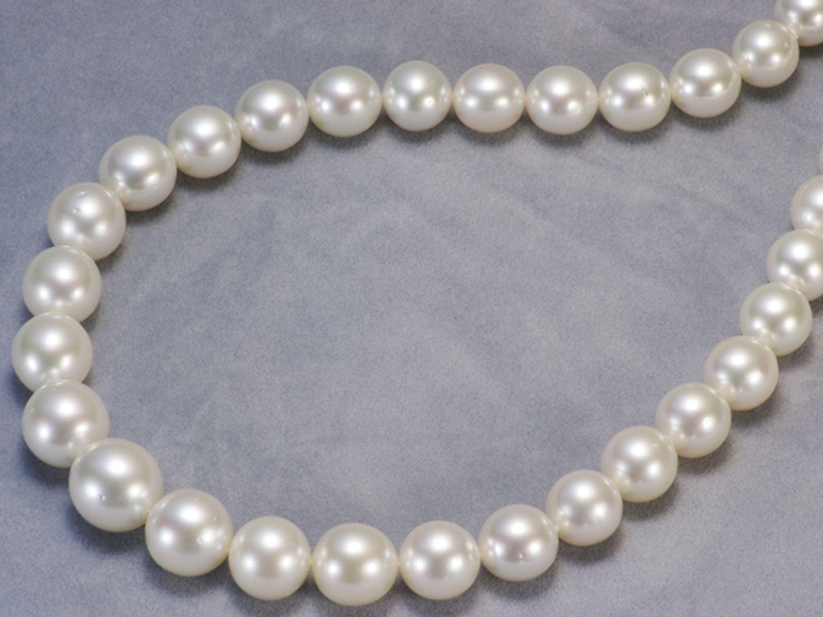 南洋白蝶真珠フォーマルネックレス 約11.0-14.4mmの写真