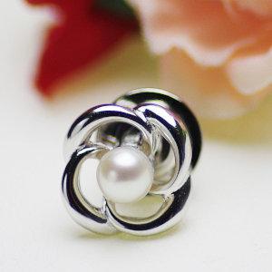 アコヤ真珠ブローチ 約4.5mmの写真
