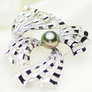 タヒチ黒蝶真珠ブローチ 約11mmの写真