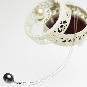 南洋 タヒチ 黒蝶 真珠 パール ペンダント K18WG D=0.03ctの写真
