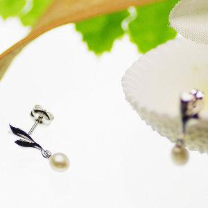 淡水真珠ピアス 約3.5mmの写真