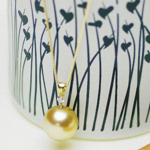 南洋白蝶ゴールデン真珠ペンダント 約14.0mmの写真