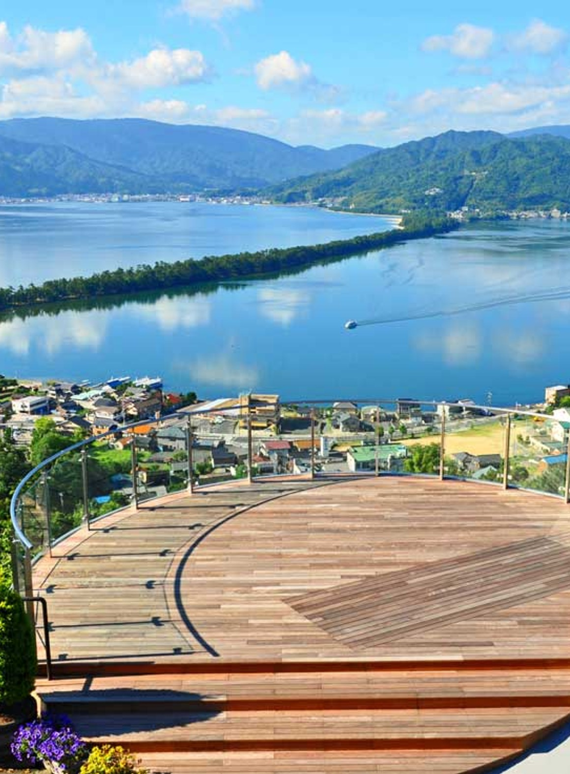 Go to Amanohashidate, one of the three most scenic spots in Japan, and Funaya in Ine!